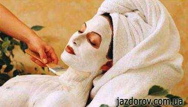Маска для обличчя з білою глиною