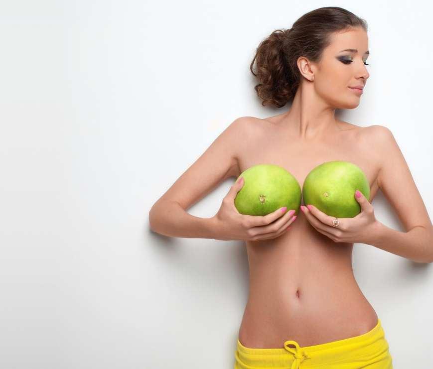 Разная грудь у девушек верно!